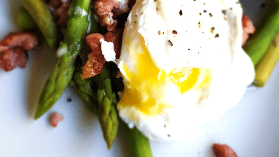 Keto-Egg-Bacon-and-Asparagus-Salad